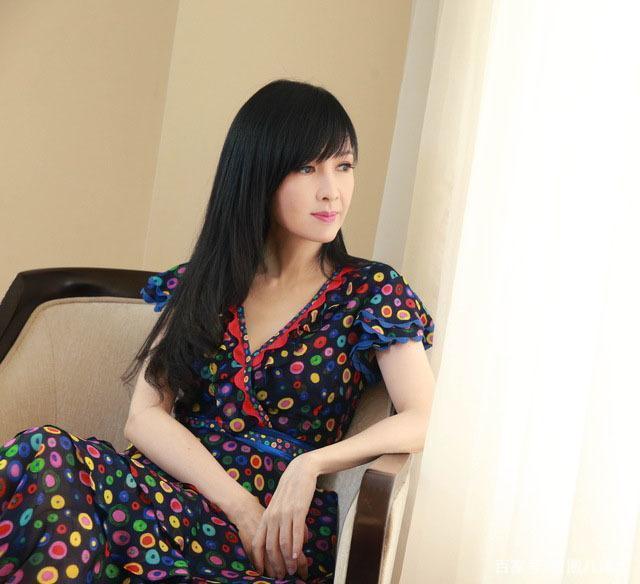 VZN News: Châu Huệ Mẫn đăng ảnh chơi trung thu cùng chồng, chẳng ai biết người đẹp đã 52 tuổi!-7