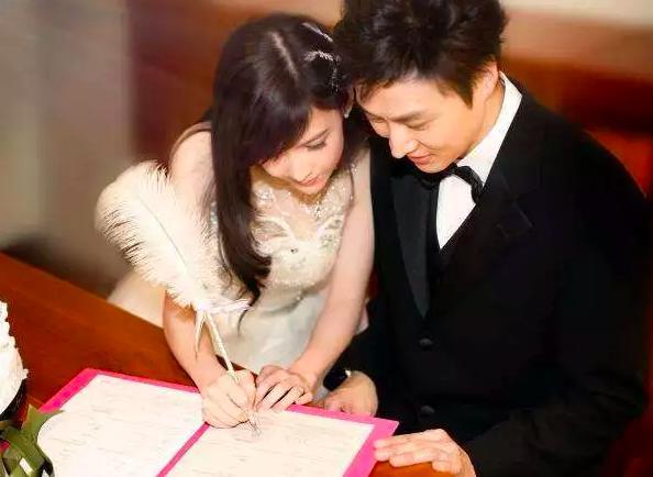 VZN News: Châu Huệ Mẫn đăng ảnh chơi trung thu cùng chồng, chẳng ai biết người đẹp đã 52 tuổi!-6