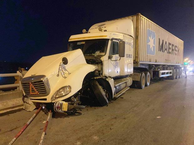 VZN News: Tìm thấy thi thể nạn nhân rơi xuống sông Hồng trong vụ container tông một loạt xe máy từ cầu Thanh Trì-1