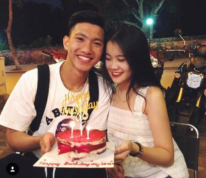 VZN News: Giữa tin đồn chia tay, Văn Hậu và bạn gái cùng đi chơi với hội bạn-3
