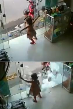 Clip: Hốt hoảng nhìn em bé đang chơi trong nhà bị cửa kính cường lực rơi trúng đầu