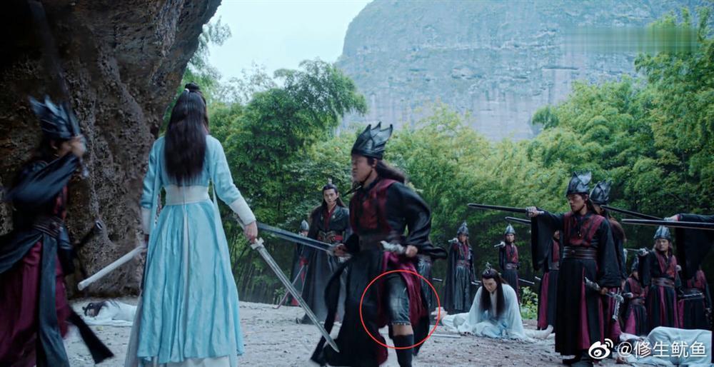 Những hạt sạn phi lý đến hài hước trong loạt phim đình đám xứ Trung-1