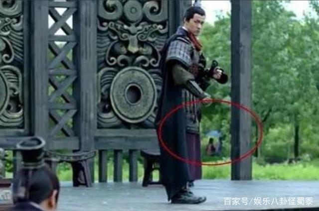 Những hạt sạn phi lý đến hài hước trong loạt phim đình đám xứ Trung-7