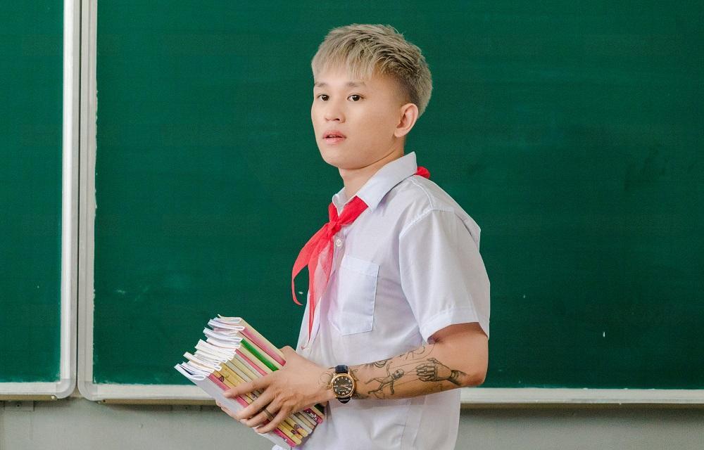 VZN News: Hóa thân thành học sinh, B Ray lại bị fan bắt bẻ điều này-1