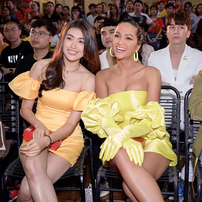 VZN News: Dàn hoa hậu đối diện tin đồn nâng ngực - người thừa nhận, kẻ úp mở-3