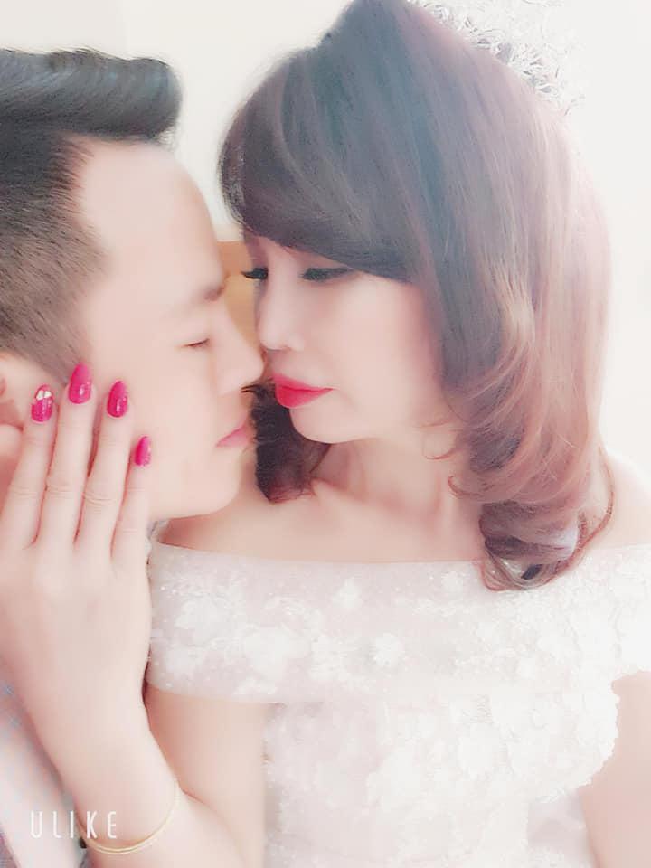 Kỉ niệm 1 năm lấy chồng trẻ, cô dâu 62 tuổi ở Cao Bằng chơi lớn chụp lại ảnh cưới, mở tiệc rình rang-1