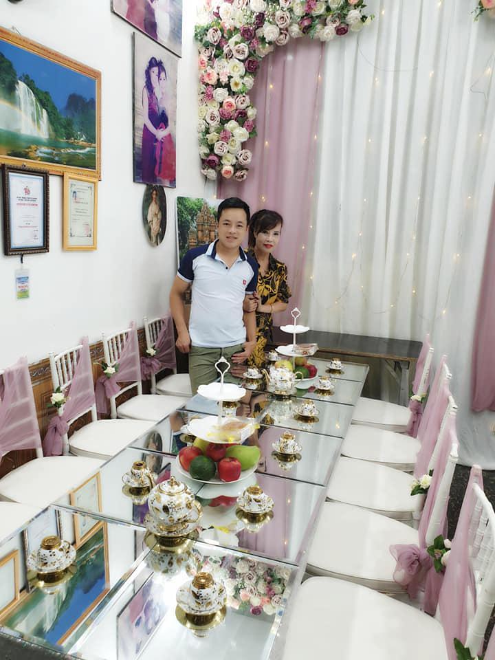 Kỉ niệm 1 năm lấy chồng trẻ, cô dâu 62 tuổi ở Cao Bằng chơi lớn chụp lại ảnh cưới, mở tiệc rình rang-4