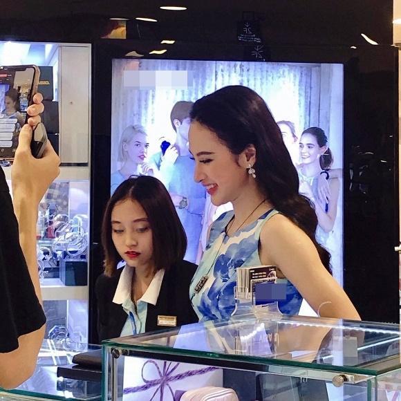 VZN News: Gặp Angela Phương Trinh ngoài đời, cư dân mạng phản ứng ra sao?-3
