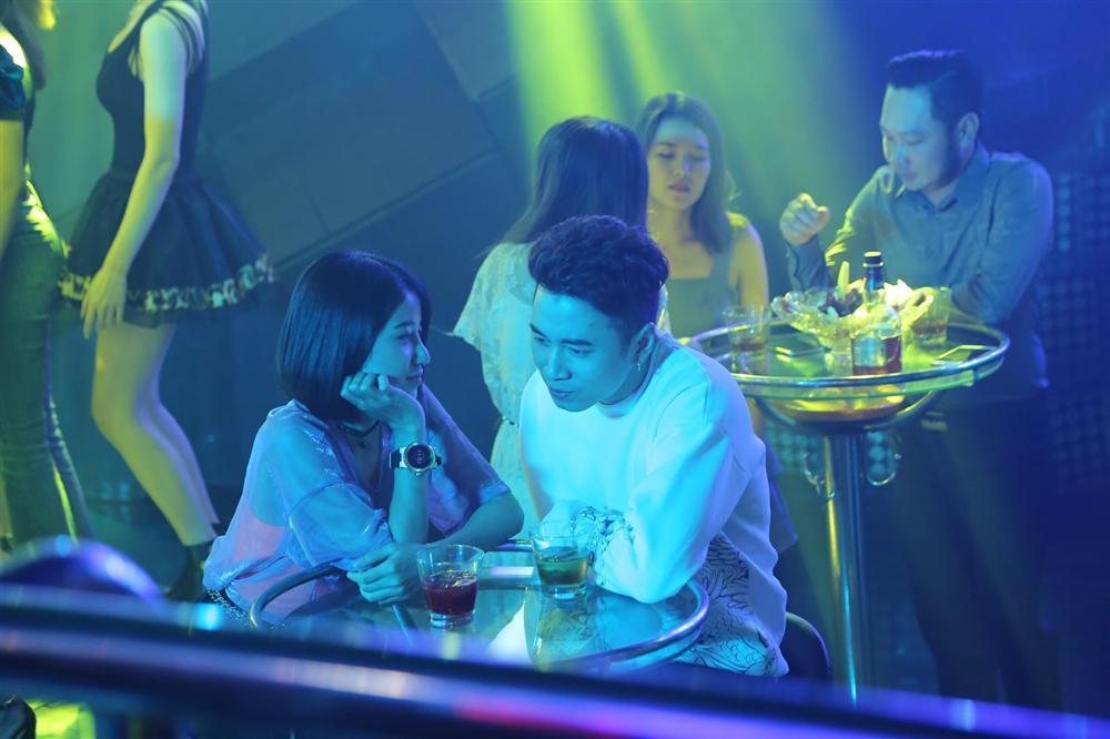 VZN News: Người lạ ơi: Karik diễn xuất nhạt nhẽo trong bộ phim nhảm nhí ăn theo Châu Tinh Trì-4