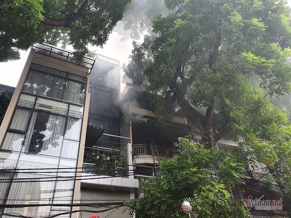 Phá cửa, bắc thang dập lửa cửa hàng nội thất 4 tầng phố Đê La Thành-1