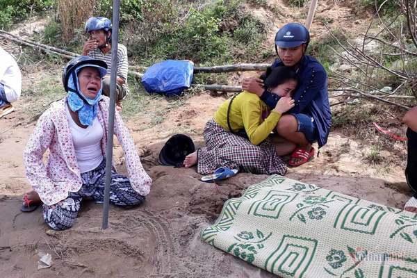 Thi thể bé gái 15 tháng tuổi nổi trên sông Thạch Hãn-1