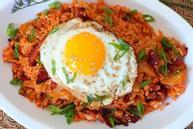 Món ngon với kim chi và trứng cho ngày cuối tuần