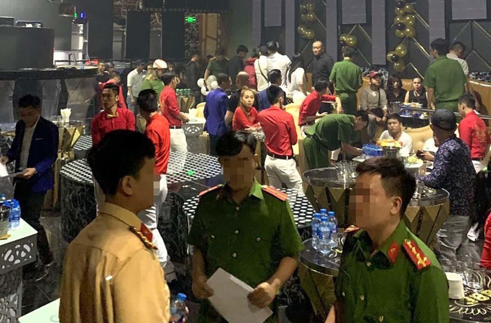 Đột kích vũ trường trung tâm Sài Gòn, tạm giữ 85 dân chơi-1