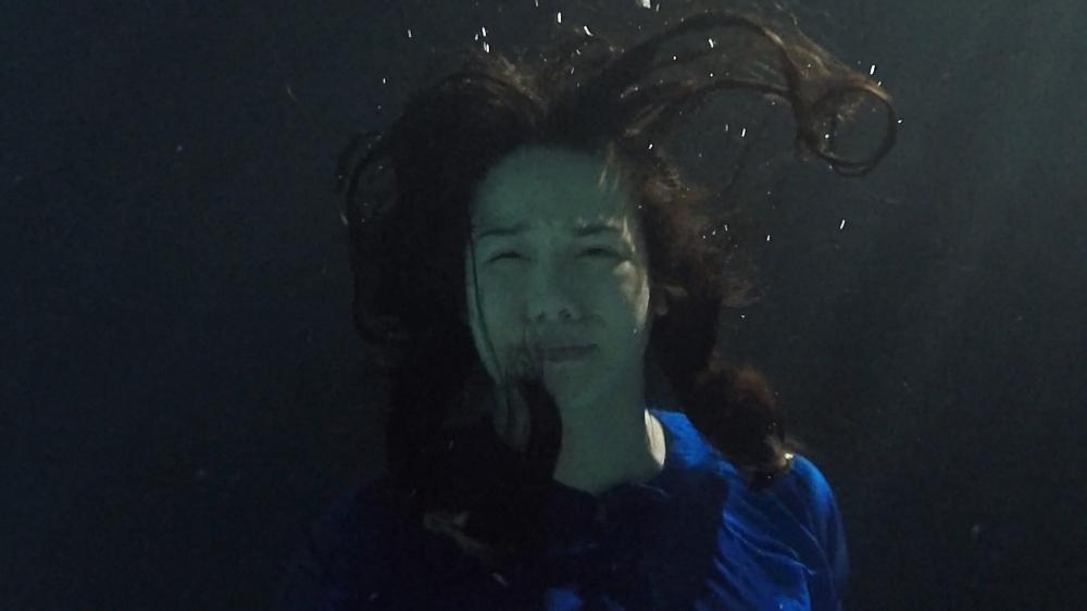 Nhật Kim Anh tố đạo diễn cột tạ vào chân, bắt ngâm mình 8 tiếng dưới nước-3