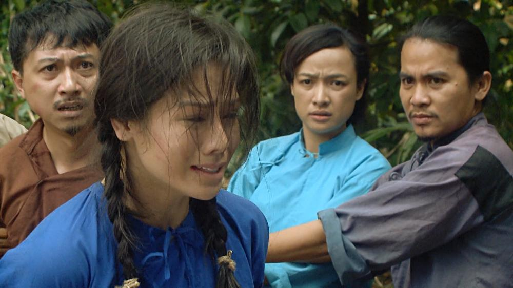 Nhật Kim Anh tố đạo diễn cột tạ vào chân, bắt ngâm mình 8 tiếng dưới nước-4