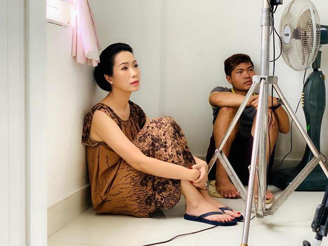 Ảnh bình dị ở hậu trường của Hoài Linh, Trường Giang và nhiều nghệ sĩ-6