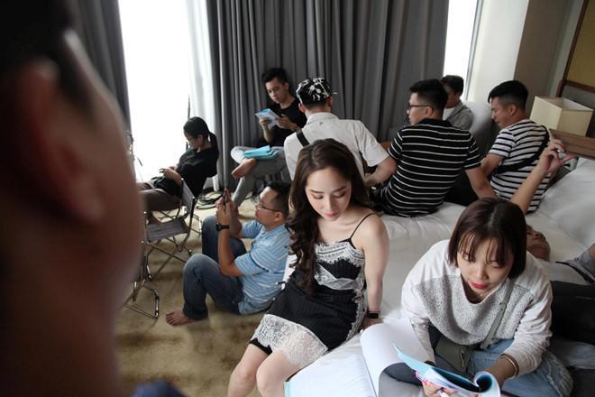 Ảnh bình dị ở hậu trường của Hoài Linh, Trường Giang và nhiều nghệ sĩ-9