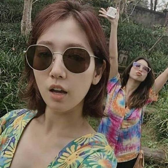 Lâu rồi mới thấy Park Shin Hye tươi tắn, ăn mặc gợi cảm như thế này-1