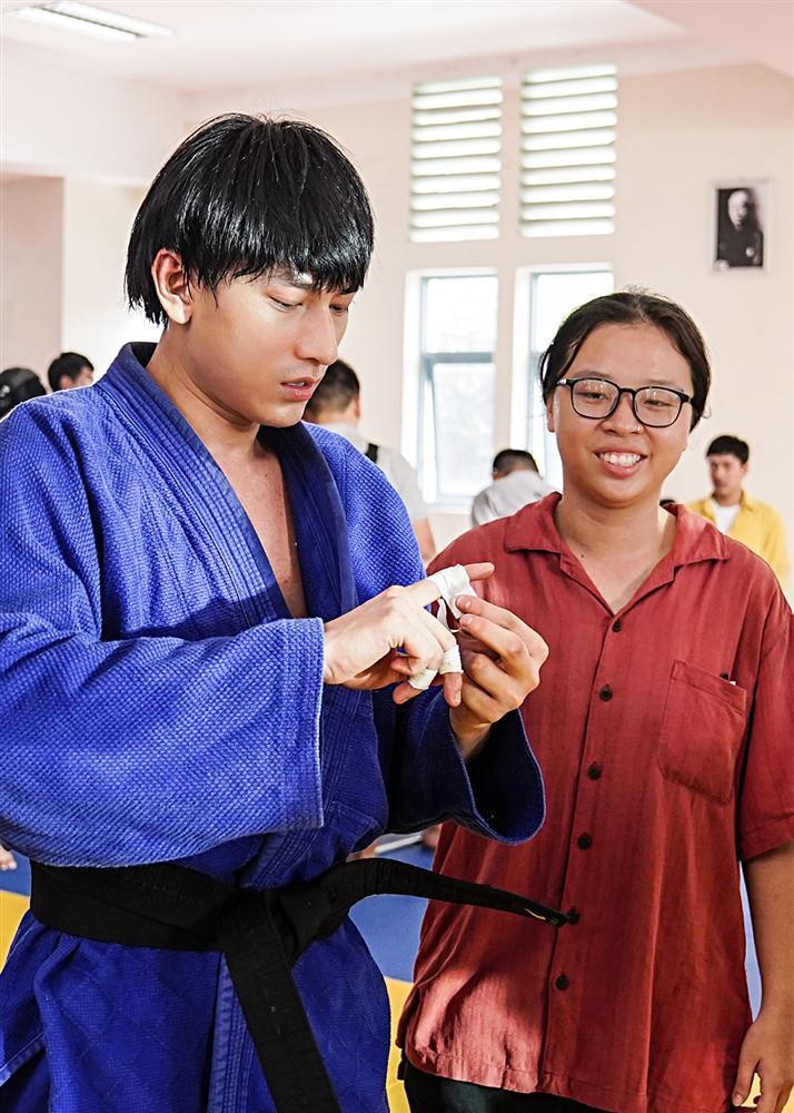 Quá nhập vai vận động viên Judo, Isaac khiến đoàn phim khiếp sợ vì gặp ai cũng muốn vật-5