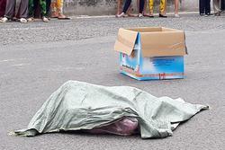 Bất ngờ về người phụ nữ đánh rơi túi nylon chứa 2 thi thể hài nhi giữa đường