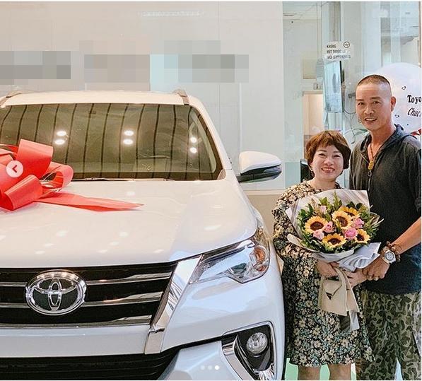 VZN News: Đức Phúc bóp mồm bóp miệng mua xe cho bố, fans cầu xin: Đừng giảm cân nữa anh ơi-3