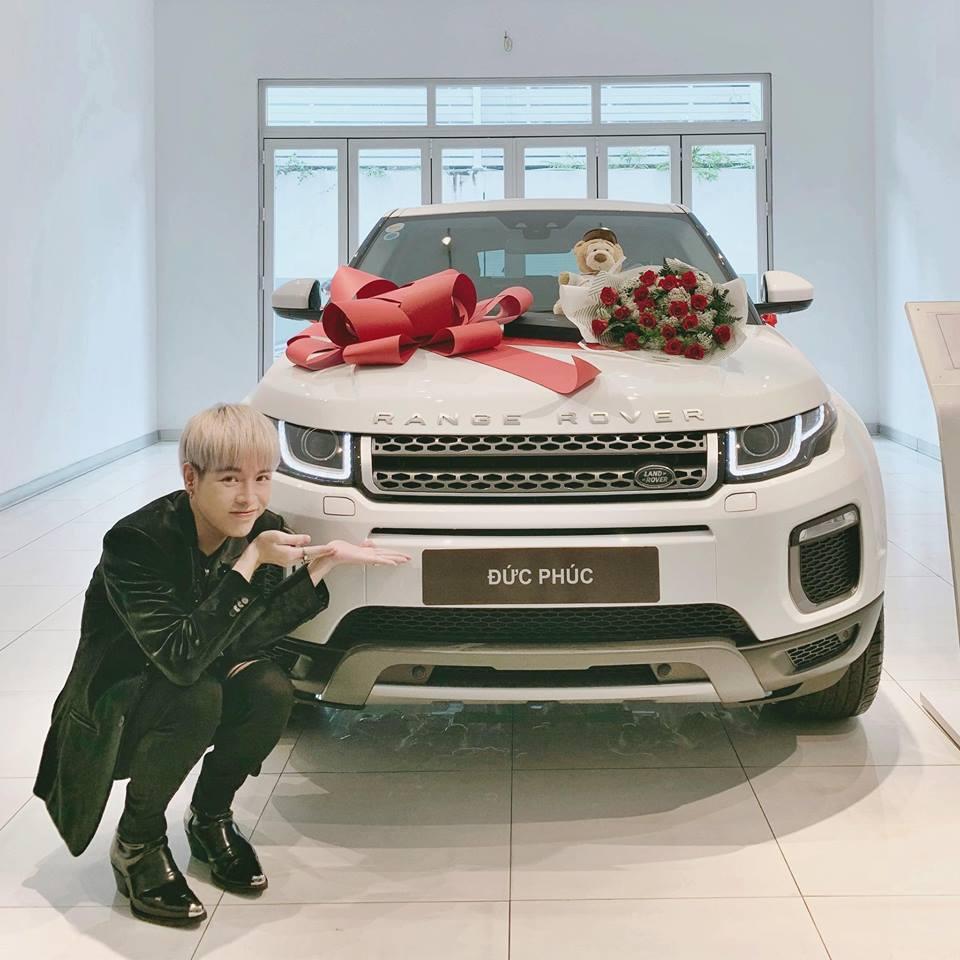 VZN News: Đức Phúc bóp mồm bóp miệng mua xe cho bố, fans cầu xin: Đừng giảm cân nữa anh ơi-4
