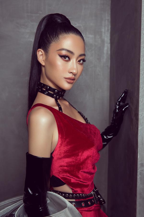 Sau đăng quang chưa lâu, hoa hậu Lương Thùy Linh đã nâng hạng kỹ năng catwalk lên đỉnh cao mới-3