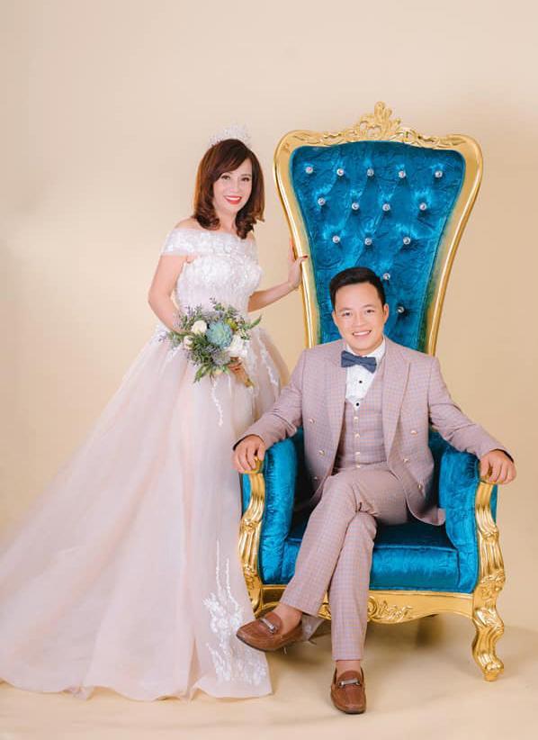 Hé lộ hình ảnh cô dâu 62 ở Cao Bằng trong bữa tiệc rình rang kỉ niệm 1 năm ngày cưới chồng 27 tuổi-1