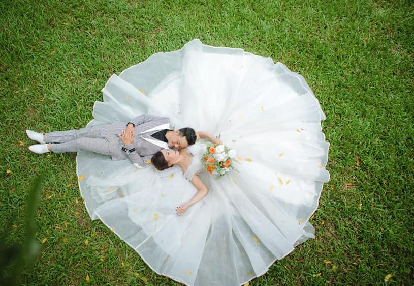 Hé lộ hình ảnh cô dâu 62 ở Cao Bằng trong bữa tiệc rình rang kỉ niệm 1 năm ngày cưới chồng 27 tuổi-2