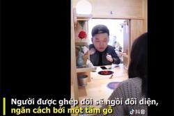 Quán lẩu gõ cửa có người yêu hút khách ở Trung Quốc