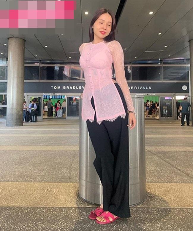 VZN News: SAO MẶC XẤU: Khả Như mặc áo bà ba xuyên thấu lộ nội y - Hồ Ngọc Hà quê mùa vì đôi tất lạc quẻ-7