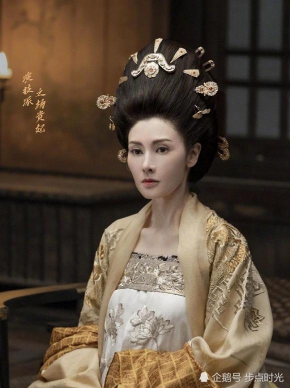 Ở Hong Kong, sắc đẹp của Lý Gia Hân không đùa được đâu: Nhận 146 tỷ đồng để tái xuất, gương mặt vẫn rực rỡ như thuở nào-2