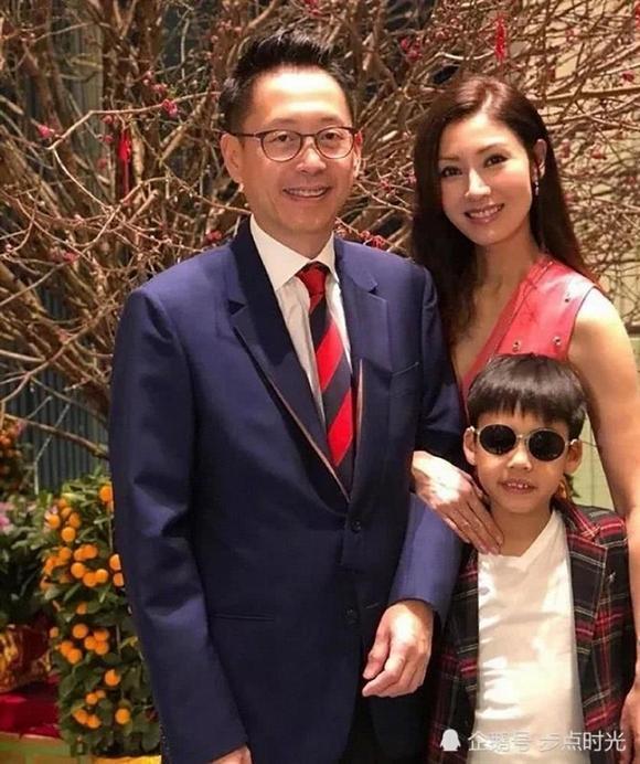 Ở Hong Kong, sắc đẹp của Lý Gia Hân không đùa được đâu: Nhận 146 tỷ đồng để tái xuất, gương mặt vẫn rực rỡ như thuở nào-6