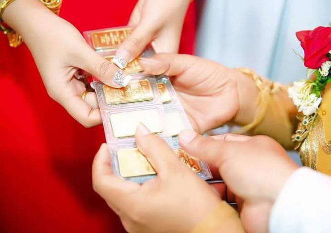 VZN News: Nhiều người lóa mắt nhìn cô dâu miền Tây phủ vàng từ đầu đến chân trong ngày vu quy-2