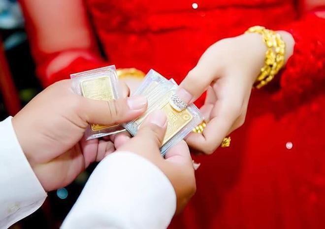 Nhiều người lóa mắt nhìn cô dâu miền Tây phủ vàng từ đầu đến chân trong ngày vu quy-5