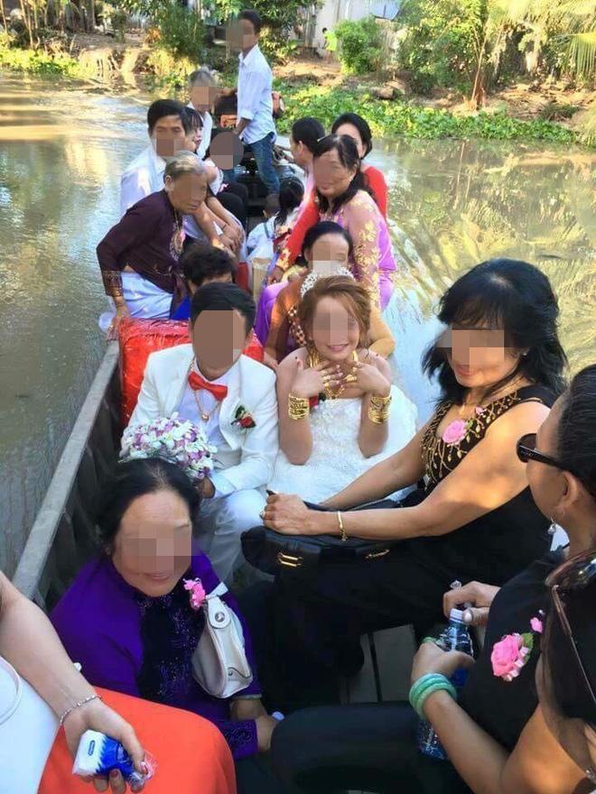 VZN News: Nhiều người lóa mắt nhìn cô dâu miền Tây phủ vàng từ đầu đến chân trong ngày vu quy-1