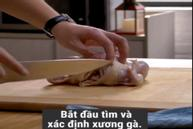 Rút xương gà nguyên con nhanh lẹ như đầu bếp chuyên nghiệp