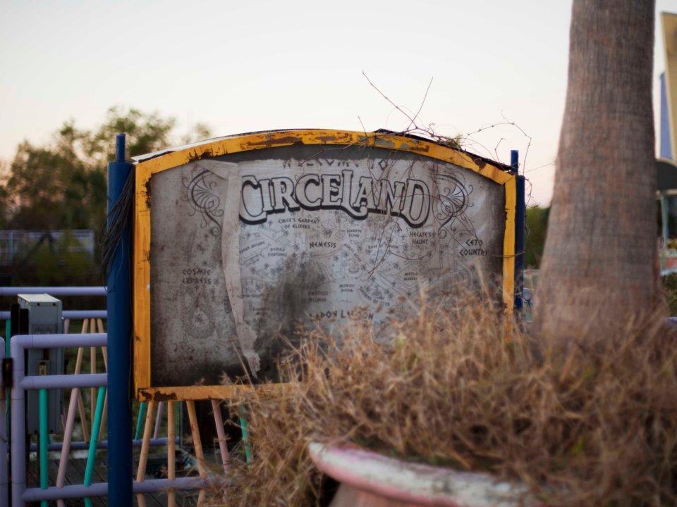 Ghé thăm công viên giải trí kinh dị không kém Gã hề ma quái-1