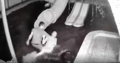 Người chồng dìm vợ xuống nước rồi kéo lên tát tới tấp trước mặt 2 con nhỏ: Em rất hối hận, mong gia đình vợ tha thứ-3