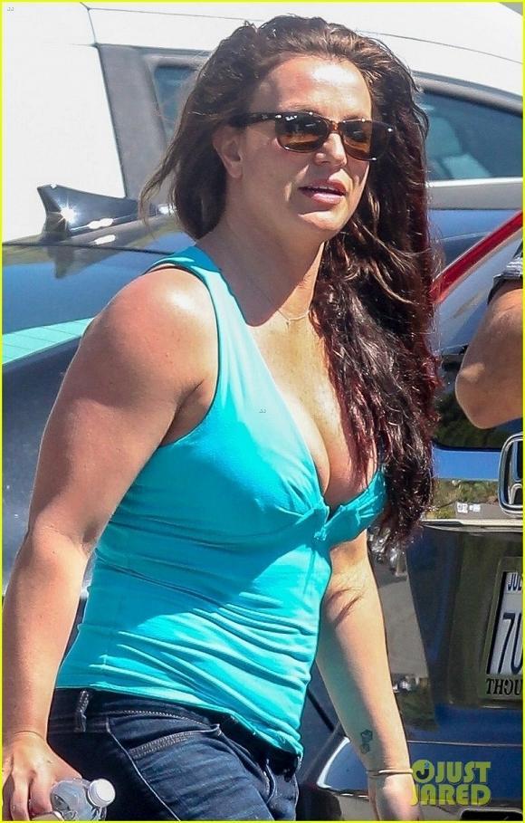 VZN News: Britney Spears lộ vẻ mặt mệt mỏi, kém sắc cùng thân hình sồ sề sau loạt ảnh long lanh trên mạng xã hội-2