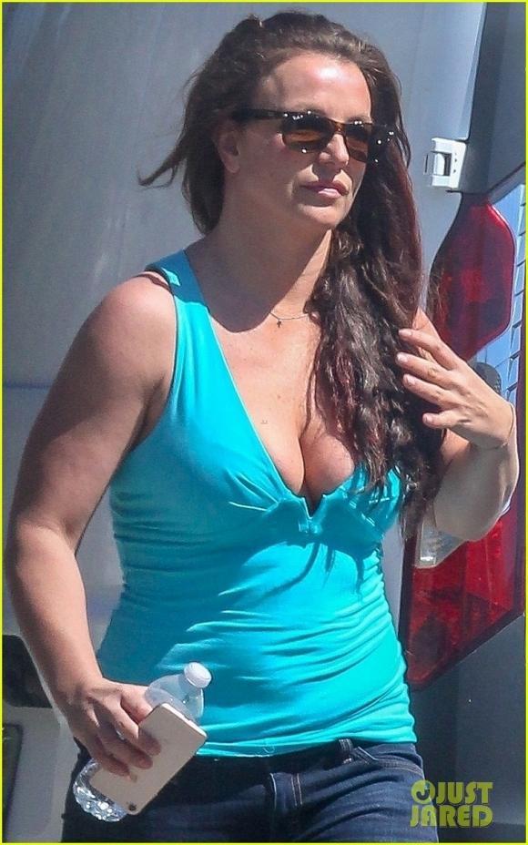 VZN News: Britney Spears lộ vẻ mặt mệt mỏi, kém sắc cùng thân hình sồ sề sau loạt ảnh long lanh trên mạng xã hội-4