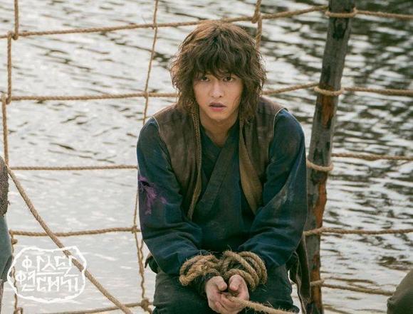 Có cuộc sống tốt sau ly hôn Song Hye Kyo, Song Joong Ki lấy lại hào quang đã mất khiến fan mừng rơi nước mắt-4
