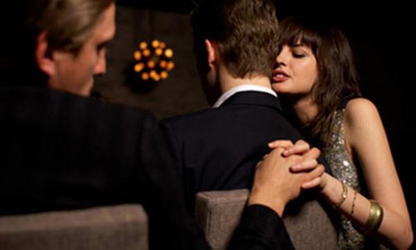 VZN News: Tướng người phụ nữ dễ ngoại tình, hay thay lòng đổi dạ dù luôn miệng nói yêu thương-3