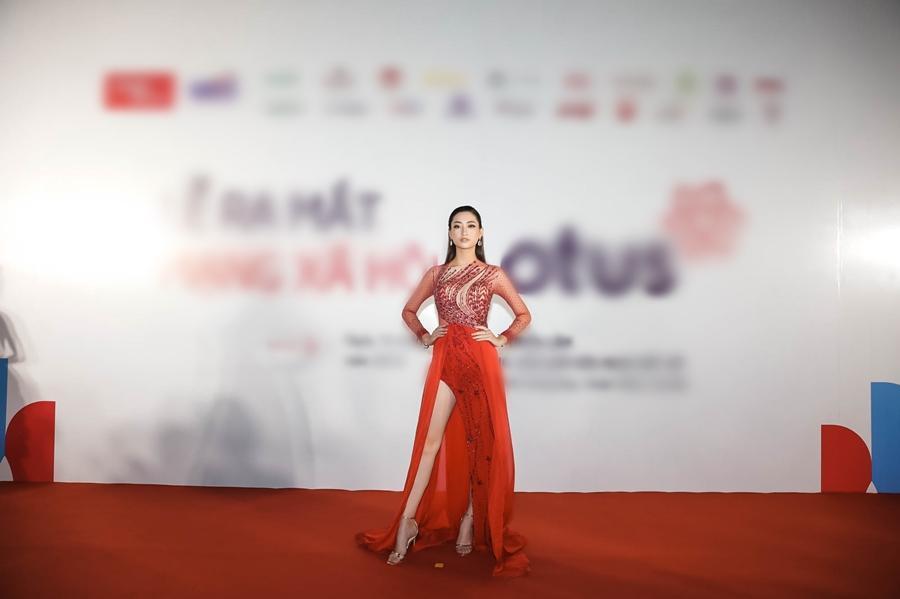 Ai chọc giận gì mà Miss World Vietnam 2019 Lương Thùy Linh mang bộ mặt như đâm lê lên thảm đỏ thế kia?-5