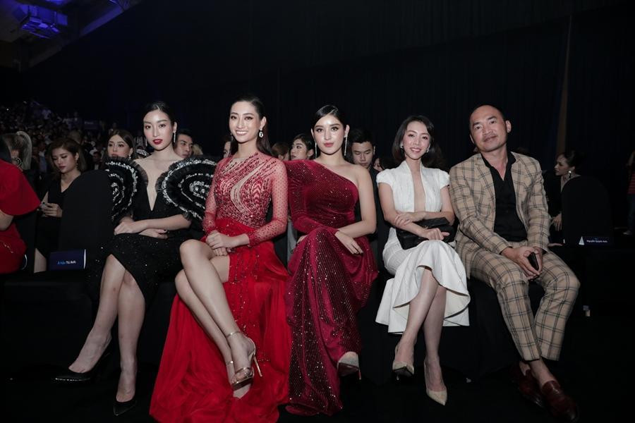 Ai chọc giận gì mà Miss World Vietnam 2019 Lương Thùy Linh mang bộ mặt như đâm lê lên thảm đỏ thế kia?-8