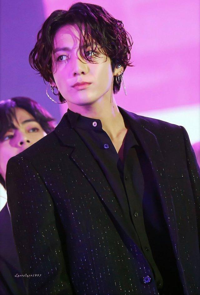 Hạn đen liên tục bủa vây BTS: Hết Jimin bị bắt gặp ở hộp đêm đến lượt Jungkook lộ ảnh ôm ấp gái lạ-6
