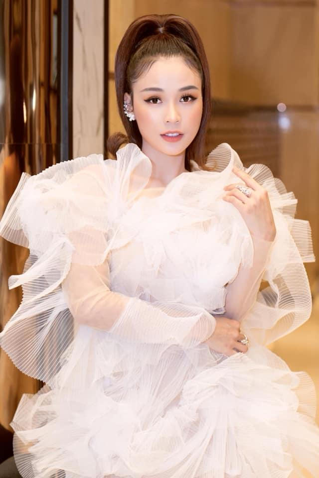 Lại thêm 2 mỹ nhân đụng hàng váy bông tắm với Hương Giang, bất ngờ là Sam tỏa sáng vượt bậc-1