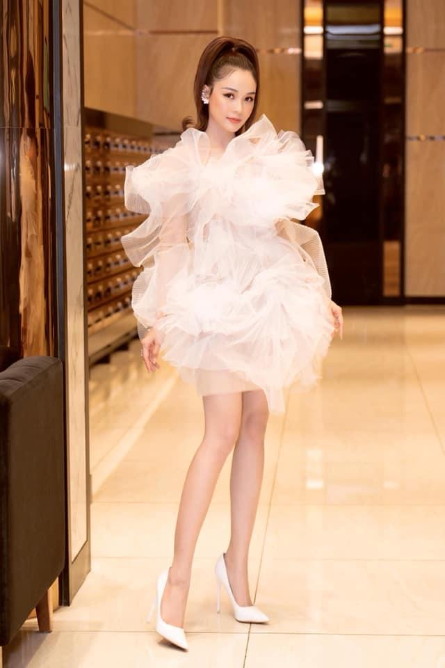 Lại thêm 2 mỹ nhân đụng hàng váy bông tắm với Hương Giang, bất ngờ là Sam tỏa sáng vượt bậc-2