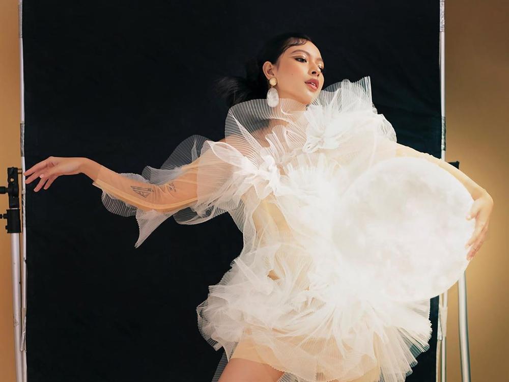 Lại thêm 2 mỹ nhân đụng hàng váy bông tắm với Hương Giang, bất ngờ là Sam tỏa sáng vượt bậc-5
