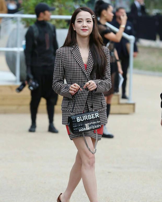 Ra mà xem nữ thần Jisoo Black Pink xinh ngất ngây tại show Burberry-6